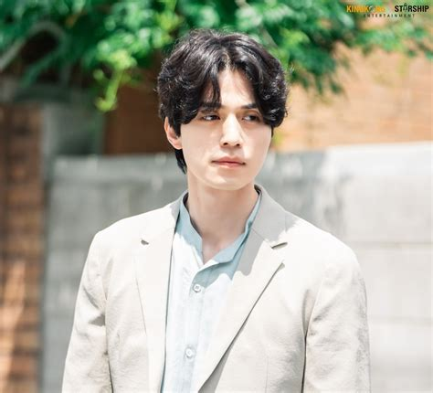 """Lee DongWook, """"Hell Is Other People"""" Drama Set Behind-the"""
